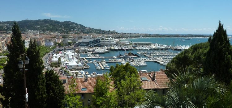 La ville de Cannes et son grand Festival Cinématographique.