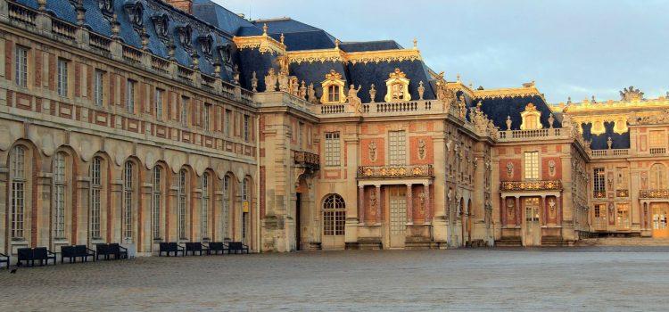 Visiter le château de Versailles en France.